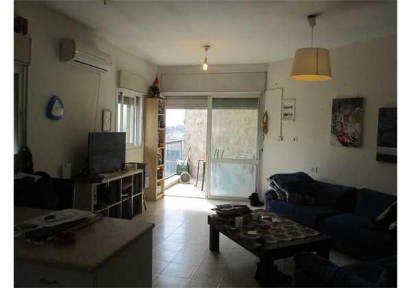 For-sale-2-rooms-in-center-Jerusalem-Right-off-of-Agripas-St.-Jerusalem