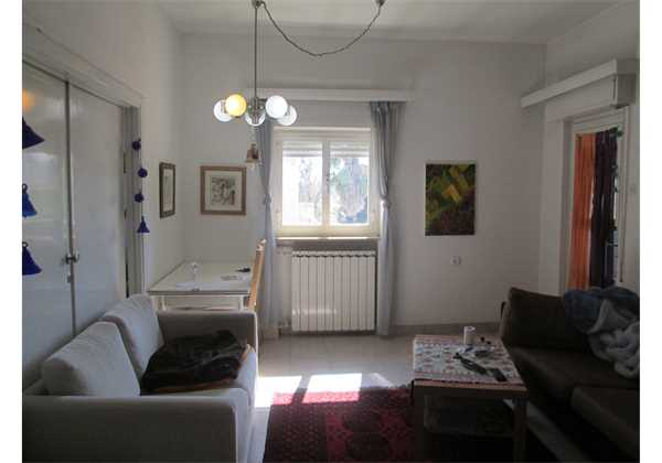 For-sale-Spacious-4-rooms-full-of-light-on-Ramban-St.-Jerusalem