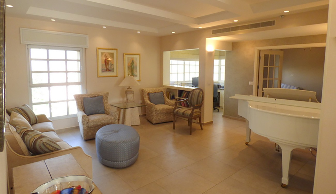 Beautiful and Highly Renovated on Mendele Street