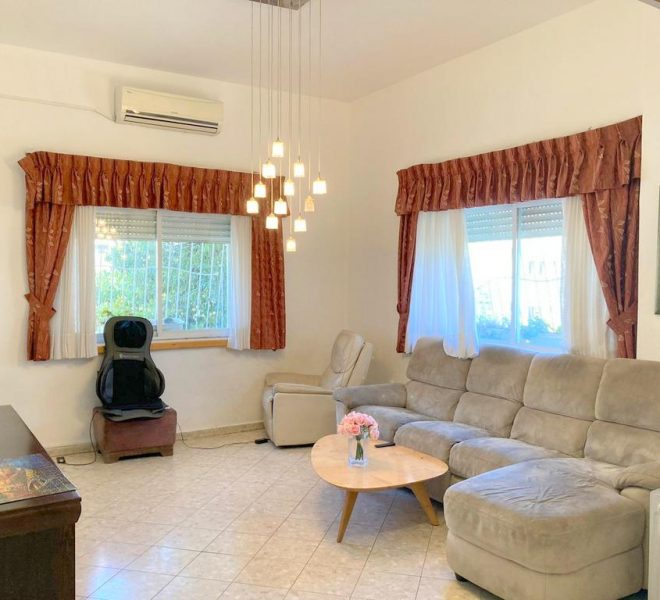Fo Sale in Jerusalem Old Katamon in Authentic Arab Style building