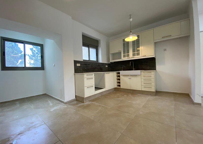airy and full of light apartment on Yam Hamelach st. Arnona